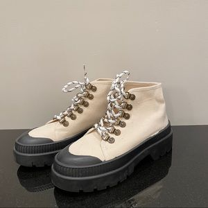 Trendy shoes / boots